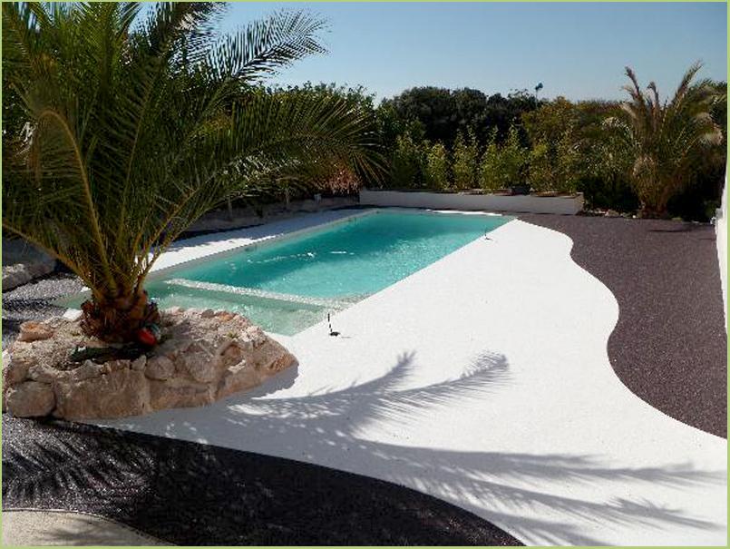 Les caractéristiques RESIMARMO - Allée-revêtement-de-marbre-blanc