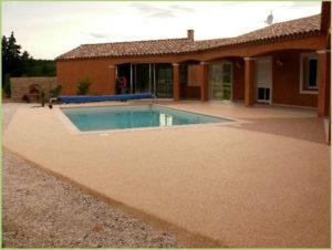 terrasse-et-contours-de-piscine-en-moquette-de-pierre-de-marbre-couleur-rosso-verona