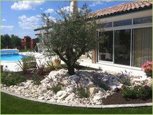Beau jardin paysagé plages en moquette de marbre
