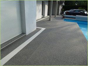 Terrasse grise et bordure blanche dans la région de Brindisi
