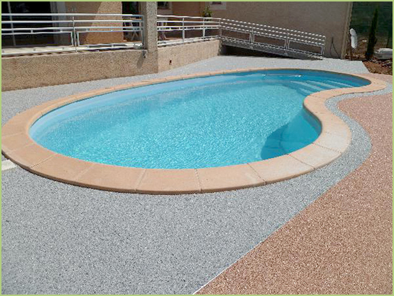 contours de piscine couleur bardiglio chiaro et brescia pernice