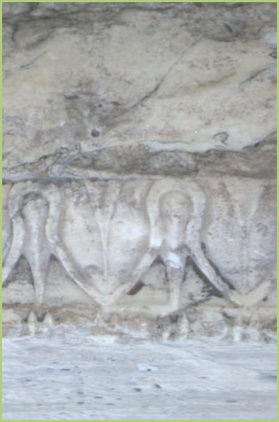marbre-pentélique-détail-d-une-moulure-décorative-du-temple