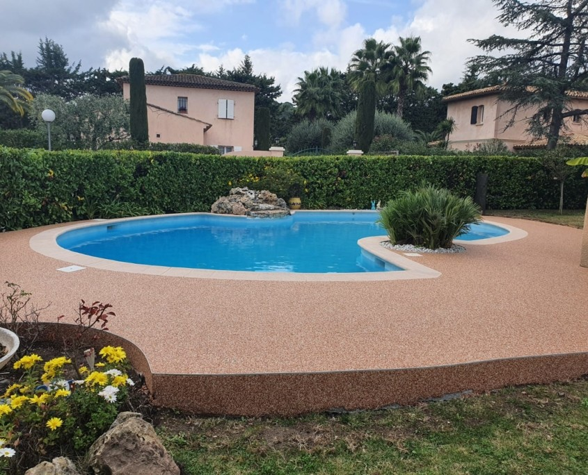Plages de piscine et terrasse