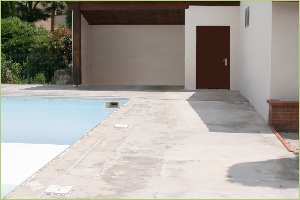 Sol décoratif drainant d'une plage de piscine - Avant